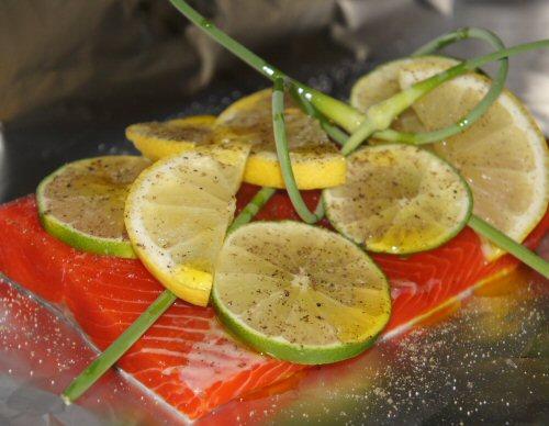 Papillote de saumon en préparation