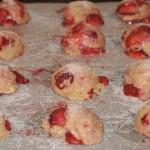 Étape 7 de la recette de biscuits fraises et rhubarbe